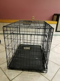 Excellent condition med dog cage with separator