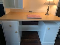 Beautiful girls desk with hutch Baltimore, 21211