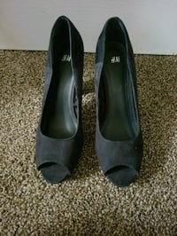 pair of black H&M open-toe stilettos 17 mi