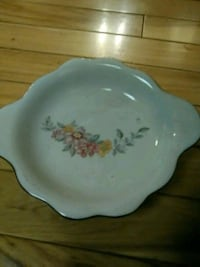 white and red floral ceramic plate Mattoon, 61938