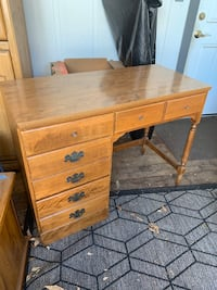 Maple wood Ethan Allen desk with 4 drawers