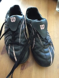 Women's size 7 gently used soccer cleats Toronto, M6S 2C2