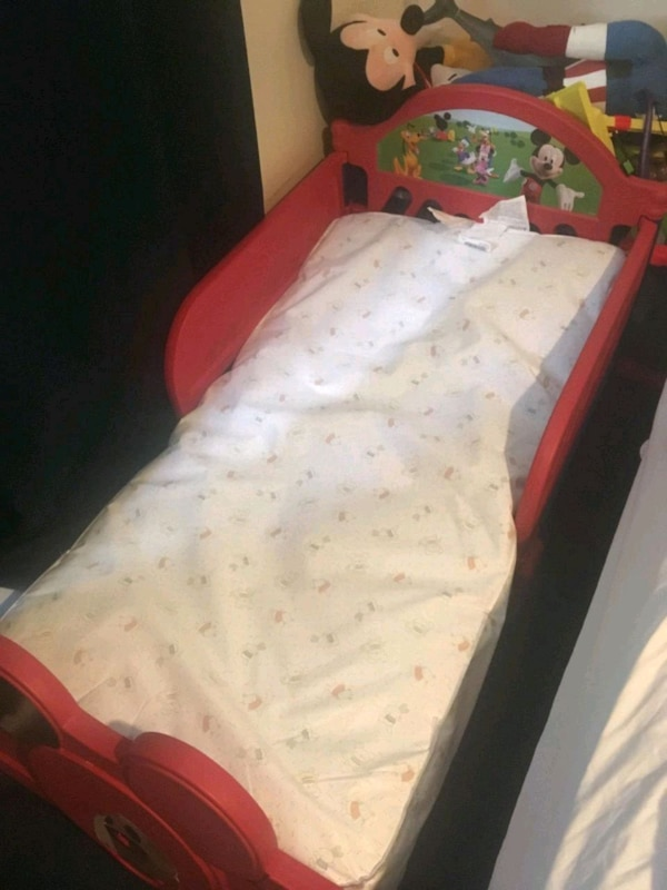 Mickey Mouse Toddler Bed 499077e3-8930-408b-ad0b-5c3024f6129c