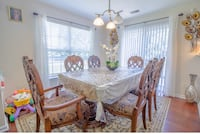 Beautiful Dinning room set w/ 6 chairs