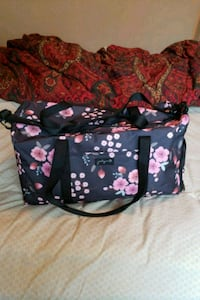 New with tags floral duffel bag Chattanooga, 37421