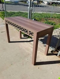 Like new Desk with mirror Accent  Moreno Valley, 92551