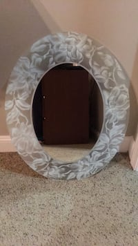 Oval wall mirror North Haven, 06473