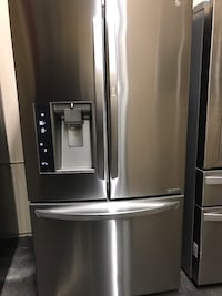 2015 MODEL LG DOOR IN DOOR STAINLESS STEEL REFRIGERATOR WITH ICE MAKER AND WATER DISPENSER IN AMAZING CONDITION LIKE BRAND NEW Pomona, 91766