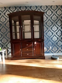 China cabinet with hatch Vaughan, L4J 7Y9