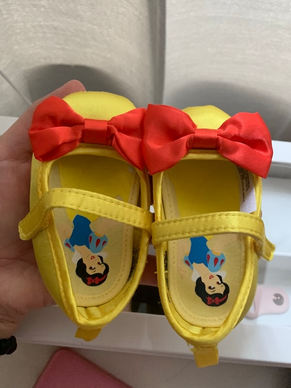 0-6 months Snow White Baby crib shoes new Disney store
