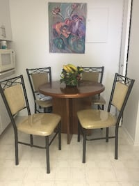 Wooden table + 4 chairs - great condition Montreal