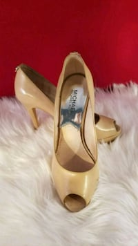 pair of beige leather pointed-toe pumps Queens, 11354