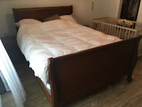Solid wood bedroom set: queen bed, 2 night stands and a dresser  Toronto, M1L 2T1