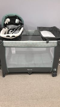 Playpen with bassenet and change pad  Brampton, L6X 3G1
