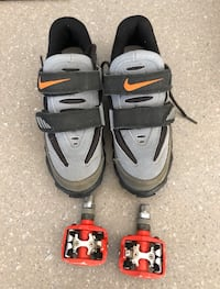 Nike women's (size 7) clip in cycling shoes with pedals