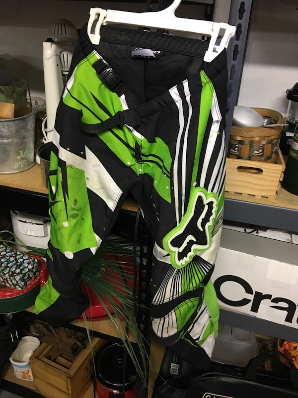 Boys fox racing pants 10/26 6531832c-7a0d-4e47-8638-c58db37842ca
