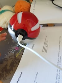 Rød pokeball  powerbanl Staubø, 4920