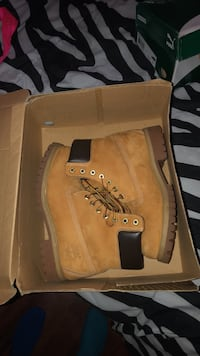 Pair of brown timberland work boots size 8 (male) Bensville, 20603