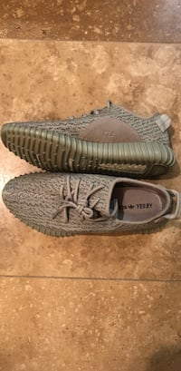pair of gray Adidas Yeezy Boost 350 V2 Spring, 77379