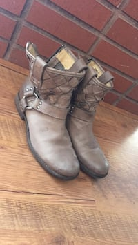Pair of brown leather harness booties Bozeman, 59715