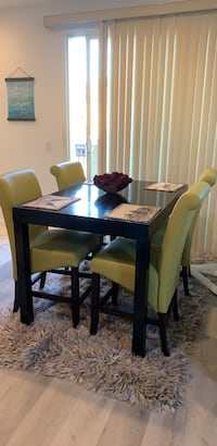 kitchen table     6 chairs table extends.  Henderson, 89052