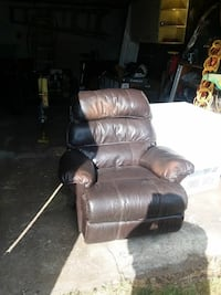 brown leather armchair Prineville, 97754