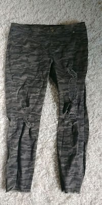 Zeza B camo jeggings size xl Iona Station, N0L 1P0