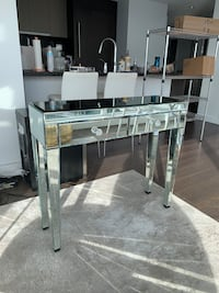 Mirrored Entry Table Vancouver, V6B 3P3