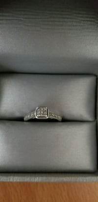 silver diamond ring in box London, N6J 4B1