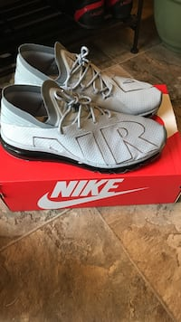 Brand new Nike air max size 11