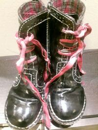 pair of black-and-pink leather combat boots Mississauga, L5M 0C3