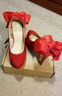 pair of red suede pointed-toe heeled shoes Mississauga, L4Y 3B4