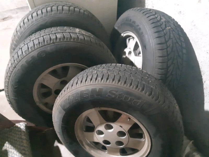 4 Tires on Aluminium Rims 2da5ef99-5ba7-46aa-89a6-9133f46df5e9