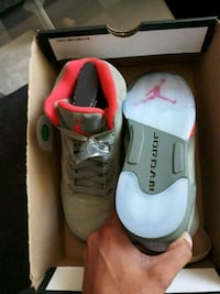 pair of white-and-pink Puma sneakers Markham, L3T 4Z1