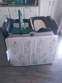 Convertible pack n play