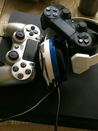 PS4 1tb storage + 2 controllers + headset.