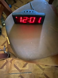 Electric Alarm Clock w/ Battery back up