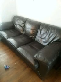 A brown couch good condition real leath 100$ Colorado Springs, 80909