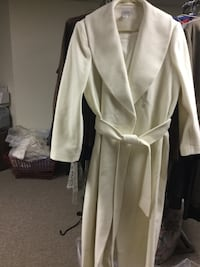 White wool and cashmere coat floor length size 18. Allouez, 54301