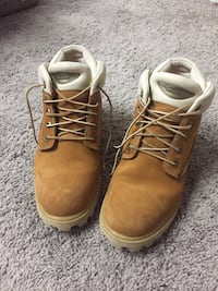 Pair of brown timberland boots 1955 km