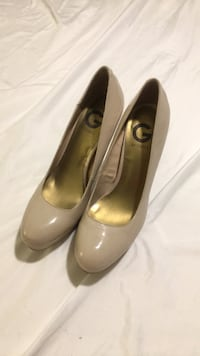 Pair of beige leather pumps Arlington, 22202