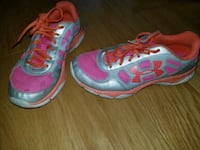 pair of pink-and-blue Asics running shoes Merced, 95340