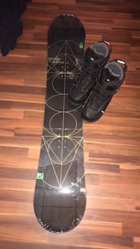 Brand new head snowboard still in package with size 12 sapient boots that haven't been used Clarence, 14031