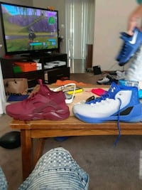 pair of blue Nike basketball shoes Kingsport, 37660