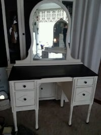 white wooden vanity table with mirror Collinsville, 62234