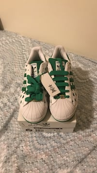 White-and-green adidas superstar on box size 9.5 us authentic Markham, L6E 0K2