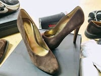 pair of gray suede pumps Bellevue, 98004