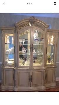Thomasville tulip wood and glass China cabinet New York, 11358
