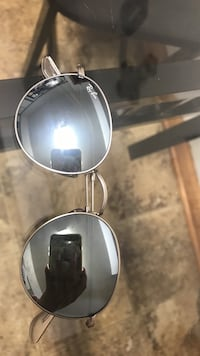 silver-colored-frame Ray-Ban reflective aviator sunglasses