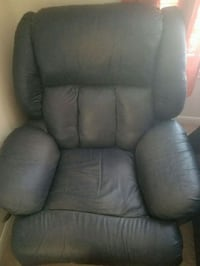 Huge recliner for sell. Used it for 6 years.. wear and tear.  Houston, 77077